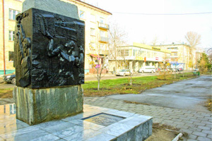 Монумент-памятник на месте захоронения капсулы с обращением комсомольцев к молодёжи 2017 года